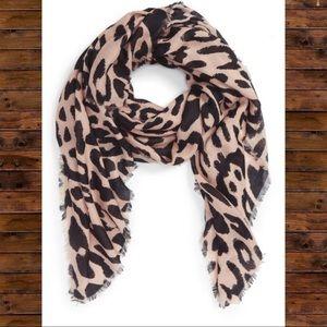 BP - Leopard print scarf